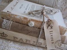 decor using a shabby stack of books Vintage Shabby Chic, Shabby Chic Decor, Vintage Decor, Vintage Crafts, Vintage Table, Vintage Stuff, Stack Of Books, I Love Books, French Decor