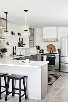50 unexposed secret of house design interior kitchen layout 28 Small Apartment Interior, Small Apartment Kitchen, Apartment Ideas, Kitchen Ideas For Small Spaces, White House Interior, Apartment Chic, Kitchen Small, Small House Decorating, Small House Design