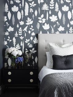 House & Apartment: ALH Resident, Excellent Home Redecoration by Mim Design. Beautiful Bedroom Design with Flower and Wallpaper