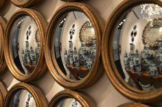 Grand miroir composés de plusieurs petits miroirs sorcières.