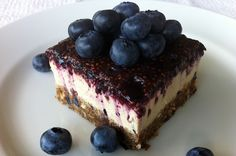 creamy blueberry cheesecake Raw Cheesecake, Blueberry Cheesecake, Raw Desserts, Eating Raw, Raw Food Recipes, Superfoods, Smoothies, Treats, Snacks