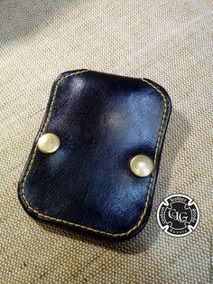 Купить или заказать Ключница кардхолдер в интернет-магазине на Ярмарке Мастеров. Ключница для шести ключей. Сделана из шорно-седельной кожи, нестандартная по внешнему виду, прошита капроновой нитью. Фурнитура антик.