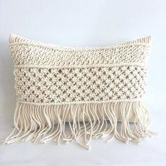 how to make pillow covers Cushion Cover Pattern, Crochet Cushion Cover, Crochet Cushions, Macrame Bag, Macrame Knots, Weaving Loom Diy, Loom Crochet, Macrame Wall Hanging Diy, Crochet Storage