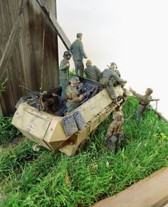 """verlustReich (Das Reich losses...)"" 1/35 scale. By Erik Gideonse. AFV CLUB German SdKfz 251/9 Ausf.C #diorama #WW2 #windmill"