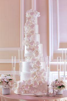 Modern Day Cinderella Bride Wearing Eve of Milady Large Wedding Cakes, Amazing Wedding Cakes, Navy Blush Weddings, Eve Of Milady, Strictly Weddings, Decorated Cakes, Fondant, Wedding Stuff, Marie