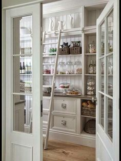 I so want a pantry like this.
