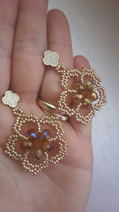 beaded earrings to make Seed Bead Jewelry, Bead Jewellery, Seed Bead Earrings, Diy Earrings, Hoop Earrings, Star Earrings, Statement Earrings, Diy Schmuck, Schmuck Design