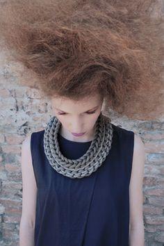 Collar crochet en gris