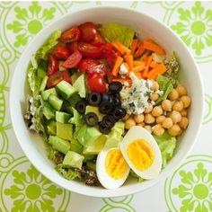 Akşam yemeği için bir fikir edinemediysen eğer, bu muhteşem salataya ne dersin? #neyesek #yemekfikri    #RePost @womenshealthtr