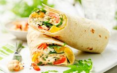 RECIPE: wraps with tomato, mozzarella and bell pepper Flaironline For you, about you - Lunch Snacks Healthy Recipes For Weight Loss, Easy Healthy Dinners, Healthy Foods, Cooking For Dummies, Cuisine Diverse, Good Food, Yummy Food, Tortilla Wraps, Weight Gain Meal Plan