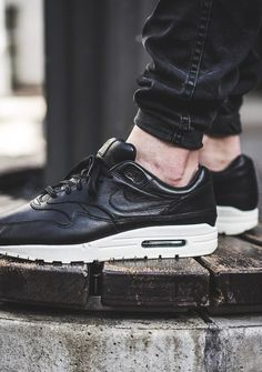 Nike Air Max 1 Essential Black Light Bone White 537383 026