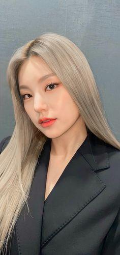 Kpop Girl Groups, Kpop Girls, Black Wallpapers Tumblr, Girl Crushes, Suits For Women, Girl Pictures, Korean Girl, Makeup Tips, Cool Girl