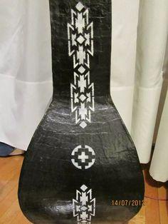 jarron florero negro de cartapesta c/guarda blanca p/decorar