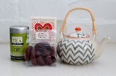 Give Mum a tea hamper and let her relax and enjoy Mother's Day. Delicious tea & biscotto with a stylish teapot.