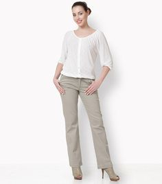 Five-pocket elastic jeans in a straight line