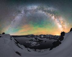 The milky way arching over Crater Lake Oregon (OC)[2000x1600] @rosssvhphoto