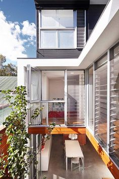 This stunning terrace house blurs the boundaries between indoors and out by Elaine Richardson Architect, sited in Alexandria, a suburb of Sydney, Australia. Residential Architecture, Contemporary Architecture, Architecture Design, Australian Architecture, Gothic Architecture, Loft Design, House Design, Wall Design, Internal Courtyard