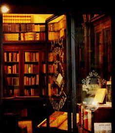 Antigua libreria  Rome IT by Manuel Gayoso, via Flickr