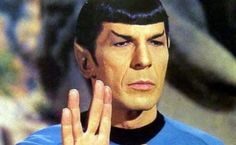 Live Long and Prosper & The Jewish Story Behind it VIDEO: Leonard Nimoy explains the Jewish story behind the hand-gesture he made famous through his role as Spock on in the Star Trek science fiction series. Star Trek Spock, Star Wars, Star Trek Tos, Star Trek Original, Leonard Nimoy, Nave Enterprise, Image Meme, Vape Memes, Birthday Star