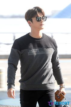 Seo In-guk at Incheon airport bound for Auckland,NZ on Sep 16,2015