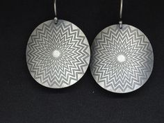 This is a unique antique bohemian earrings for you or your beloved! Beautiful etched earrings almost long with handmade hook of silver wire! Idea: Be the gypsy queen! Sterling Silver Earrings, 925 Silver, Silver Rings, Tribal Earrings, Dangle Earrings, Engraved Rings, Dangles, Bohemian, Jewels