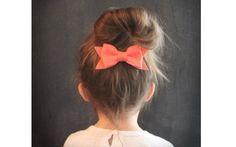 Em crianças maiores, o laço pode servir de enfeite para um penteado. De Etsy. Foto: Pinterest/Jessica