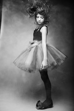 Kids Halloween photography by professional children's photographer Vika Pobeda, Los Angeles, © www.vikapobeda.com