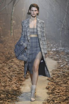 Off-White   Ready-to-Wear - Autumn 2017   Look 3