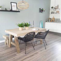 #kwantuminhuis Stoel TREVI > https://www.kwantum.nl/meubelen/stoelen, lampenkap BOREAS > https://www.kwantum.nl/verlichting/lampenkappen en kandelaar TESERO > https://www.kwantum.nl/wonen/woondecoratie @home_byme