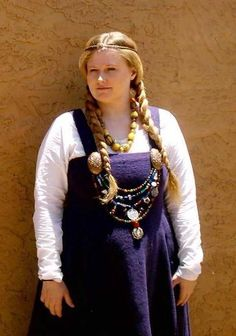 "Beautiful Norse Lady dressed in wonderful Norse garb -- this is a good example of what a finished ""apron-dress"" looks like, along with the Tortoise brooches that pin it together. Very finished look!"