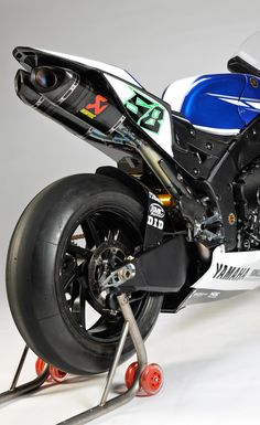Yamaha Releases 2011 World Superbike Livery – Forgets to Add Sponsors' Logos