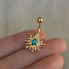 This is a sun belly button ring with opal on it,the opal belly ring is fabulous!The opal color changes all the time,the picture can hardly tell