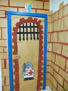 Puertas decoración Clase (4) Door Crafts, Vbs Crafts, Diy And Crafts, Crafts For Kids, Castle Classroom, Classroom Door, Class Decoration, School Decorations, Arte Elemental