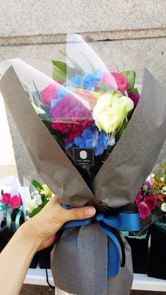 Flower wrapping for vibrant bouquet