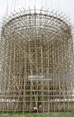 Indian workers sit on the bamboo scaffolding of a water tank on a construction site close to Kolkata, 10 July A new township covering an area of 1245 hectares on the eastern fringe of the city. Get premium, high resolution news photos at Getty Images Bamboo Architecture, Architecture Design, Bamboo Structure, Bamboo Construction, Bamboo House, Bamboo Design, Scaffolding, Fauna, Civil Engineering