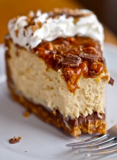 This is the BEST cheesecake I have ever made! The homemade caramel was so easy and the chocolate covered crust is outrageous! This is the BEST cheesecake I have ever made! The homemade caramel was so easy and the chocolate covered crust is outrageous! Just Desserts, Delicious Desserts, Yummy Food, Health Desserts, Best Dessert Recipes, Holiday Desserts, Yummy Yummy, Delish, Dinner Recipes