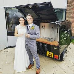 Prosecco Van for hire. Our Fizz Van attended a beautiful wedding. Everyone enjoyed their fizz!  Perfect for weddings, parties, corporate events & festivals.