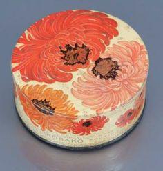 Bourjois - «Kobako» - (1936) Boite de poudre cylindrique illustrée polychrome de chrysanthèmes