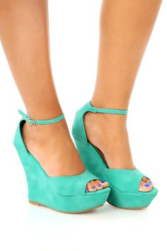 teal pretty shoes Pretty And Cute, Pretty Little, Tiffany Blue Shoes, Crazy Heels, Blue Wedges, Shop Hopes, Pretty Shoes, Beautiful Shoes, Sexy Heels