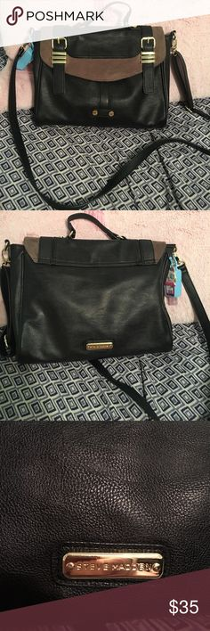 Steve Madden Black and Gold Cross-body Bag In excellent condition, the inside is perfect with no stains or rips. Exterior is also in excellent condition, no loose strings. Black goes with anything you can not go wrong with this bag. It has one inner zipper, and two inner pockets. NO trades!❌ Ask any questions before your purchase! Only been used a few times. Steve Madden Bags Crossbody Bags