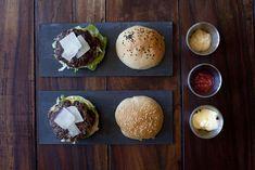 Hamburguesas de ternera con albahaca Carne Picada, Ketchup, Breakfast, Food, Beef Burgers, Mayonnaise, Lettuce, Onion, Breads