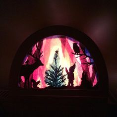 Crafts To Do, Crafts For Kids, Paper Crafts, Shadow Theatre, Christmas Window Decorations, Window Art, Yule, Paper Cutting, Lanterns