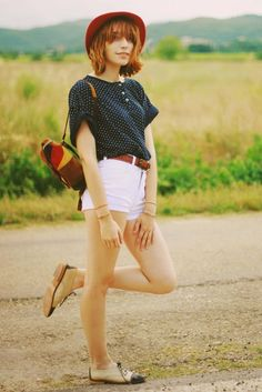 I'm not sure how I would personally like this type of high-waisted shorts, but I love how it looks.