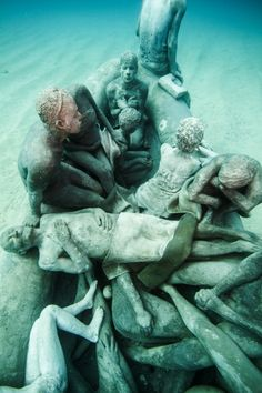 Overview + Latest Works - Underwater Sculpture by Jason deCaires Taylor Under The Water, Under The Sea, Underwater Sculpture, Underwater Painting, Sculpture Art, Paint Photography, Underwater Photography, Land Art, Jason Decaires Taylor