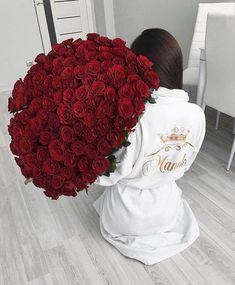 New post on familysephora My Flower, Flower Power, Beautiful Roses, Beautiful Flowers, Luxury Flowers, Instagram Girls, Instagram Music, Disney Instagram, Romantic Couples