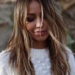 JULIE SARIÑANA (@sincerelyjules) • fotos e vídeos do Instagram