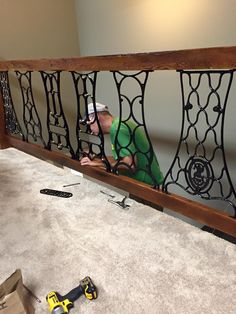 machine sides Railing from iron sewing machine sides Railing from iron sewing machine sides Railing from iron sewing machine sides Refurbished furniture vintage old sewing machines ideas Sewing machine lamp recycled Sewing Machine Tables, Treadle Sewing Machines, Antique Sewing Machines, Sewing Table, Refurbished Furniture, Repurposed Furniture, Vintage Furniture, Industrial Furniture, Furniture Projects