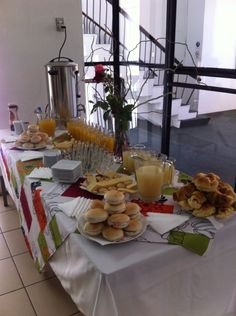 Listo el desayuno Buffets, Breakfast Set, Menu Planning, Healthy Recipes, Healthy Food, Brunch, Table Settings, Table Decorations, Buffet Tables