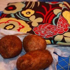 My daughter-in-law tells me she loves hers, and it makes wonderful baked potatoes. CraftSanity On TV: A Potato Bag Tutorial For Microwaving Tasty Potatoes On The Fly Baked Potato Microwave, Microwave Baking, Baked Potatoes, Fabric Crafts, Sewing Crafts, Sewing Projects, Craft Projects, Sewing Hacks, Sewing Tutorials
