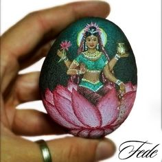 #lakshmi ⭐❇❇⭐ In Hinduism, Lakshmi is the devi of abundance, light, wisdom and destiny, but also luck, beauty and fertility.  #deva #indiangod #divinity #light #rockpainting #rockart #stonepainting #paintedrocks #acrylicpainting #acrilico #acryliconrock #lotus #miniature #miniaturepainting